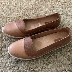 Olu Kai brown tan slip on flat shoes 8.5